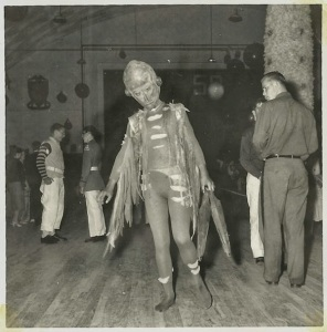 Incredibly+Bizarre+Vintage+Halloween+Costumes+(2)